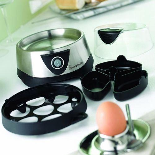 Photo du cuiseur vapeur oeuf avec tous les accessoires de l'appareil poser sur un plan de travail de cuisine.